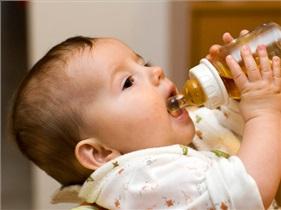 آبمیوه را با شیشه شیر به کودکان ندهید