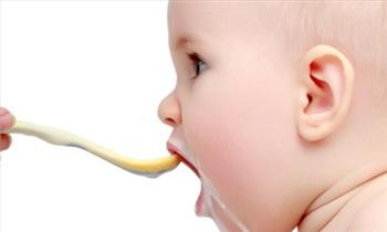 کدام مواد غذایی را نباید تا پیش از یکسالگی به کودک داد.