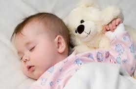 """""""رفلاکس معده"""" عامل بیخوابی نوزاد در شب"""