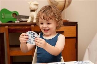 چگونه می توانید به تکامل و پیشرفت فیزیکی کودک خود کمک کنید؟