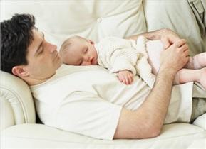 چگونه می توان به پدری که به تازگی صاحب فرزند شده، کمک کرد؟