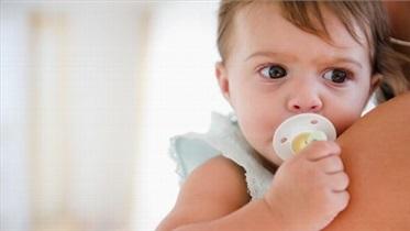 چند عارضه مهم استفاده از «پستانک» برای کودکان