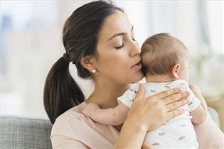 4 حالت طبیعی نوزاد که از نظر مادر غیرطبیعی است
