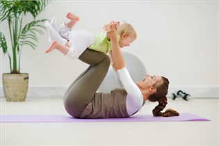 تمرینات ورزشی لذت بخش پس از زایمان همراه با نوزاد