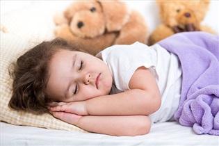 آیا طبیعی است که کودکتان خیس عرق از خواب بیدار شود؟