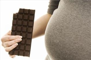 10 نکته مهم درباره رژیم غذایی باردارها در عید/ شکلات بخورم یا نه؟