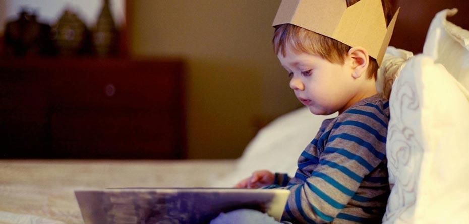 وقتی برای نوزاد کتاب میخوانید