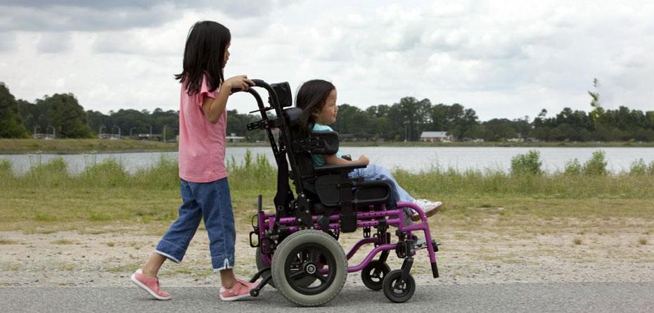 اهمیت دادن به دیگران را به بچههای امروز بیاموزیم!