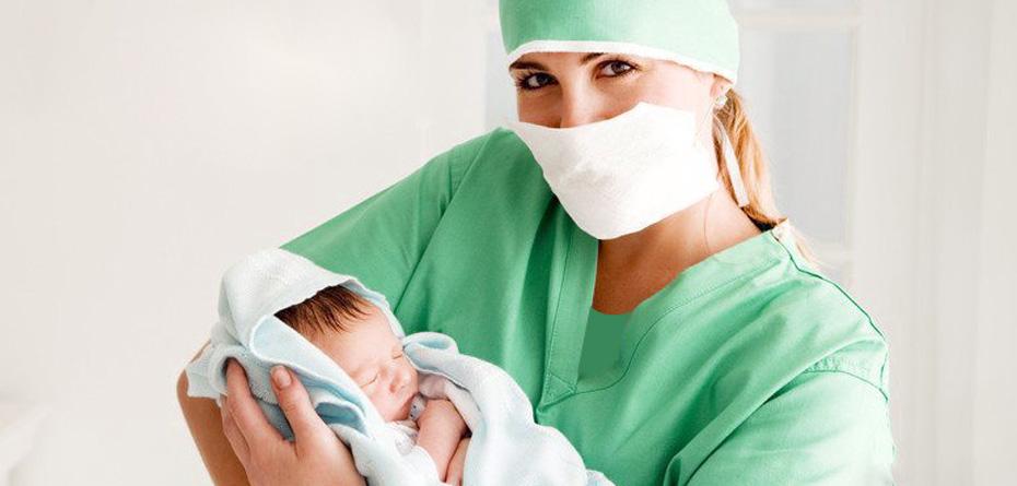 ماما یا متخصص زنان؟ کدام را انتخاب کنم؟