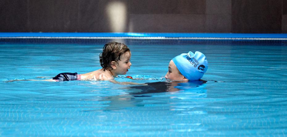 آموزش شنا به کودکان، چه نکاتی را رعایت کنیم؟