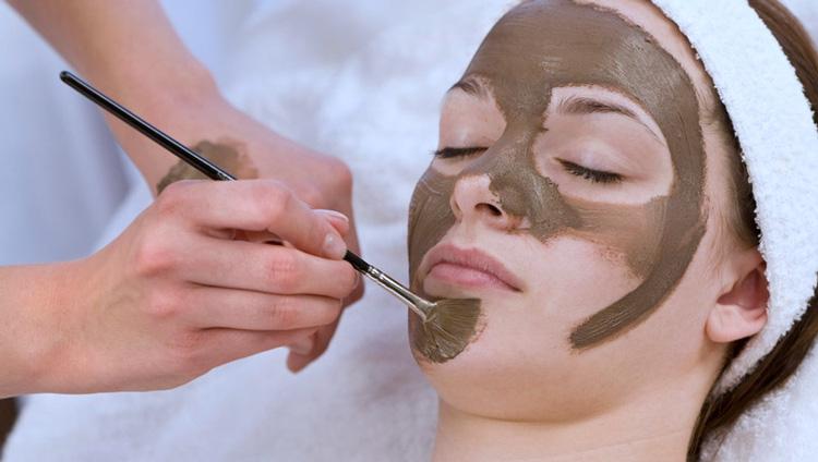 گل درمانی روشی مناسب برای پاکسازی پوست