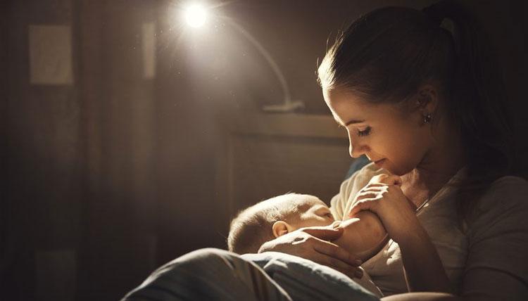 تاثیرات خواندن لالایی برای نوزادان