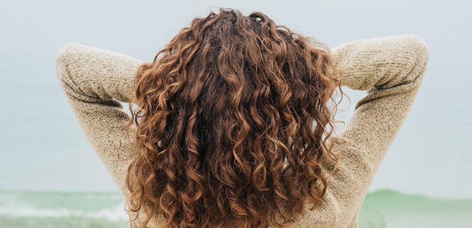 چطور از موهای فر و نازک مراقبت کنیم؟