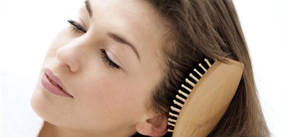 برس کشیدن باعث چرب شدن مو می شود