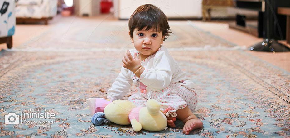 به دهان بردن اشیا در نوزادان را چگونه کنترل کنیم؟