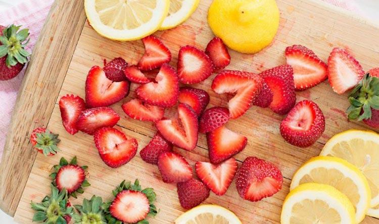 ماسک صورت لیمو و توت فرنگی