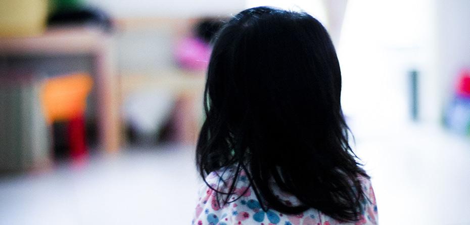 چرا کودکان خردسال  ابراز علاقه والدین را نمی پذیرند؟
